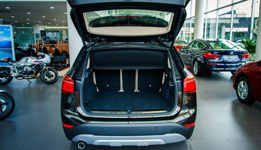 Khoang hành lý xe BMW X1