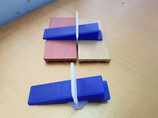 Hướng dẫn cách thi công ke nhựa cân bằng gạch ốp lát